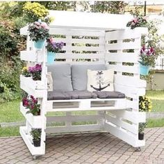 35 DIY Wood Projects ideas to make all by yourself - Hike n Dip DIY Wood Projects ideas are an easy and innovative way to decorate your home. Check out thse easy Woodworking projects DIY ideas below. Pergola With Roof, Pergola Patio, Diy Patio, Modern Pergola, Covered Pergola, Pergola Ideas, Backyard Patio, Easy Woodworking Projects, Diy Wood Projects