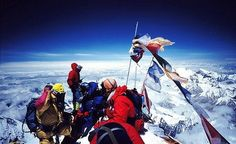 Climbers on summit of Mount Everest. Long, angry queues can form at peak season with two hour waits Summit Everest, Everest Mountain, Mount Everest Base Camp, Everest Base Camp Trek, Climbing Everest, Greatest Adventure, Mountaineering, Climbers, Hiking Trails
