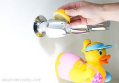 Home Remedies for Cleaning You Bathroom