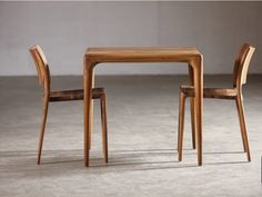 Silla en nogal Colección Latus by Artisan | diseño Salih Teskeredžic