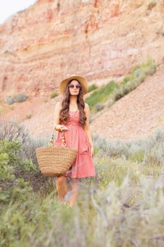 LATE SUMMER 2019 LOOKBOOK | Weekend Wear: My Go-To Outfit Formula for Casual Weekends | Summer/Fall 2019 Casual Weekend Outfit Ideas | What to Wear to the Farmer's Market | Brunette woman wearing a Coral, Button-Down Linen Dress, A Straw Hat, Oversized Round Sunglasses and a Vintage Oversized Woven Tote  | Top Summer to Fall 2019 Transitional Trends and how to wear them | Star Mine Suspension Bridge, Red Deer River Canyon | Calgary Fashion + Travel Blogger // JustineCelina.com Casual Weekend Outfit, Weekend Wear, Late Summer Outfits, Oversized Round Sunglasses, Brunette Woman, Diy Fashion, Fashion Trends, Autumn Summer, Summer Tops