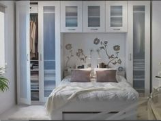 Small bedroom great closet idea :) wonder if maicol culd make frosted doors like these for our closets