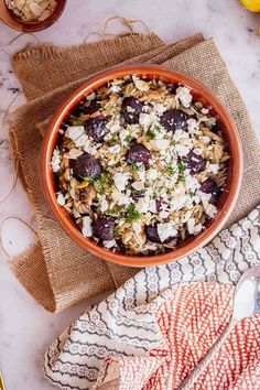 This mushroom orzo recipe is packed with flavour from the sweet roasted beetroot and earthy mushrooms. Serve sprinkled with crumbled feta and chopped dill for a hint of freshness! #thecookreport #mushroomorzo #vegetarian #recipe #veggierecipe Vegetarian Breakfast, Vegetarian Recipes Easy, Veggie Recipes, Pasta Recipes, Healthy Recipes, Stuffed Mushrooms, Stuffed Peppers, Winter Dinner Recipes, Orzo