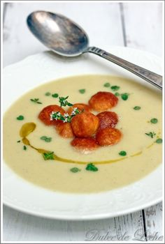 Dulce de Leche: Špargľová polievka s parmezánovými kroketkami Cheeseburger Chowder, Asparagus, Panna Cotta, Eat, Cooking, Ethnic Recipes, Soups, Food, Dulce De Leche