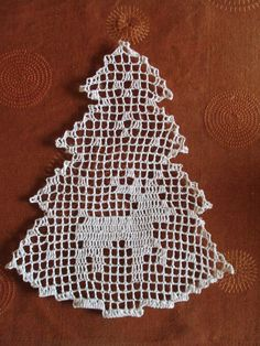 Fabric Christmas Trees, Crochet Christmas Ornaments, Christmas Crochet Patterns, Crochet Snowflakes, Christmas Embroidery, Crochet Doilies, Lace Embroidery, Doily Patterns, Filet Crochet
