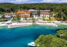 Man nehme zwei historische Villen und mache daraus ein neues Gesamtensemble, et voilà: Hotel Alhambra auf der kroatischen Insel Losinj.