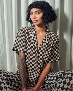 Sophia Roe is a chef, welfare advocate, and the host/producer of Counter Space on VICE TV. Cut My Hair, Her Hair, Hair Jokes, Chin Length Bob, We Wear, Different Styles, Beautiful People, Black Women, Short Hair Styles