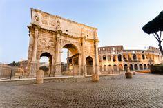 El #ArcoDeConstantino junto al #Coliseo es el más grande de los 3 que se conservan en #Roma. http://www.viajararoma.com/lugares-para-visitar-en-roma/coliseo/ #turismo #viajar #Italia