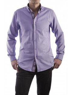 Een getailleerde paarse overhemd van het merk Vegea.