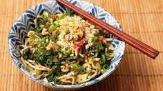 Cold Sichuan Noodles with Spinach and Peanuts 1 bunch spinach leaves 1 tbsp chili (crushed red, preferably chinese)  2 tsps sichuan peppercorns 1/4 cup vegetable oil 1 tbsp oil (toasted sesame seed)  1 tbsp soy sauce 2 tbsps chinkiang vinegar (note)  1 tbsp chili (fermented, broad bean paste)  2 tsps sugar 12 ozs noodles   1/4 cup toasted peanuts   1/4 cup root (chopped pickled mustard, note)  2 chili (fresh red, sliced)  1/4 cup scallion greens (sliced)