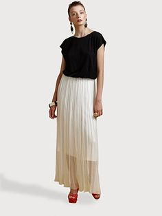 """Alice and Olivia  Dolman Maxi Dress    A contrast top and skirt add graphic impact to a floor-sweeping style.        Wide neckline      Dropped shoulders      Gathered waist      Open back with button-and-loop closure      Exposed back zip closure      About 41"""" from natural waist      Polyester/spandex      Fully lined      Dry clean      Imported"""