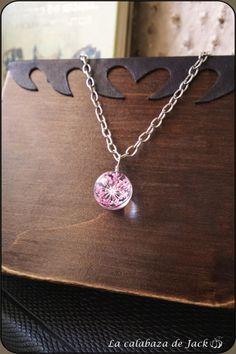 Pink flower necklace - La Calabaza de Jack by La Calabaza de Jack Tumblr, Deviantart, Flower Necklace, Glass Jewelry, Pink Flowers, Jewelry Making, Necklaces, Jewels, Pumpkins