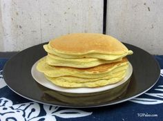 Super Fluffy Coconut Vanilla Protein Pancakes With Coconut Flour, Baking Powder, Vanilla Protein Powder, Eggs, Almond Milk Vanilla Protein Pancakes, Protein Powder Pancakes, Coconut Flour Pancakes, Protein Powder Recipes, High Protein Recipes, Protein Foods, Paleo Recipes, Low Carb Recipes, Real Food Recipes