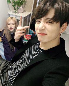 Be love Rosekook💜 Kpop Couples, Cute Couples, Korean Best Friends, Bts Girl, Blackpink And Bts, Cha Eun Woo, Rose Wallpaper, Na Jaemin, Park Chaeyoung