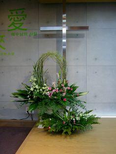 Church Flower Arrangements, Cascade Bouquet, Funeral Flowers, Advent, Wedding Ceremony, Centerpieces, Plants, Church Altar Decorations, Flower Arrangements Simple