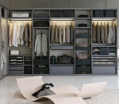 I love sleek lines, and a clean look. Love this closet for everyday use. #closetdesign
