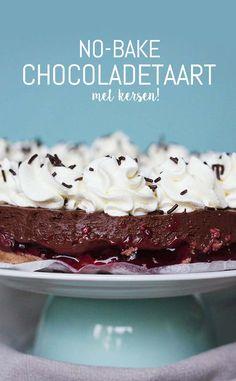 No Bake Chocoladetaart Recept. Geen zin om de oven aan te zetten maar wel zin in taart? Met dit recept zet je iets heerlijks op tafel! - www.schepjesuiker.nl