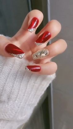 Christmas Gel Nails, Christmas Nail Art Designs, Holiday Nails, Easy Christmas Nail Art, Christmas Present Nails, Christmas Decorations, Nail Art Designs Videos, Red Nail Designs, Elegant Nail Designs