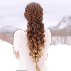 Combo braids are our favourite!❤️ We have a question for you guys: Would you like us to post more short tutorials here on insta (and therefore less pictures), or are you happy with how things are now, with a video once a week with pictures the rest of the time?