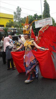 Arak-arakan Pekan Batik Nusantara 2016 Kebaya, Letter, Fantasy, How To Make, Letters, Fantasy Movies, Fantasia, Kebaya Muslim