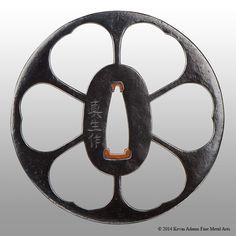 Ko-Umetada style tsuba with a stylized floral motif in ko-sukashi. Steel plate with copper sekigane. Katana, Samurai Weapons, Samurai Artwork, Ghost Of Tsushima, Japanese Sword, Fantasy Weapons, Steel Plate, Japan Art, Sword Art