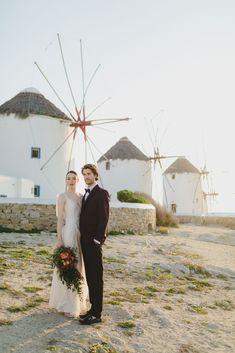 After-wedding photoshoot in Mykonos #destinationwedding #weddinginmykonos #weddingingreece #mykonoswindmills #weddingbouquet #romanticwedding #couplephotosession