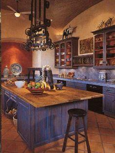 Una cocina Mexicana. El azul y la madera natural le dan una fuerzas especial.