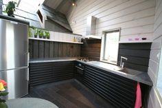 Otta Pillarguri skifer over kjøkkenbenk og på gulv