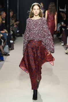 Christian Wijnants Fall 2017 Ready-to-Wear Collection Photos - Vogue Knitwear Fashion, Knit Fashion, Fashion Week, Fashion 2017, Couture Fashion, Love Fashion, Fur Skirt, Christian Wijnants, Fashion Show Collection