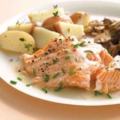 Salmon in white wine a sauce