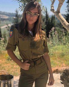 📷 Photo by Beauty will save the World  Idf Women, Military Women, Israeli Female Soldiers, Israeli Girls, Outdoor Girls, Brave Women, Military Girl, Warrior Girl, Girls Uniforms
