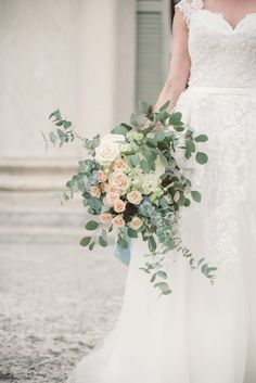 Bride Bouquet Cream Blush Roses Eucalyptus Greenery Blue Velvet Ribbon Lace Tulle Kikka Spose Bridal Gown Breathtaking Lake Como Wedding Ideas http://lillyred.it/