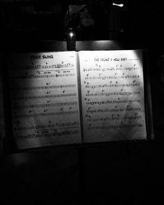 #namanouche #gypsy #gypsyjazz #jazz #jazznight #live #livemusic #liveperformance #sheetmusic #jazzmusic #music #musicians #blackandwhite #izmir by emrzcn