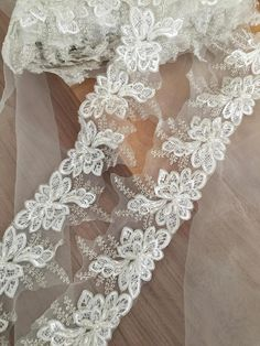 Q63 1 Pair Embroidered Flower Lace Trim ribbon Neckline Sewing Dress Appliques