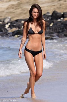 How to get Megan Fox body? is a question that's asked by women from everywhere in the world. It's not surprising, because Megan Fox i. Megan Fox Body, Megan Fox Style, Megan Denise Fox, Megan Fox Bikini, Teen Choice Awards, Black Bikini, Sexy Bikini, Black Swimsuit, Bikini Beach