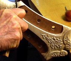 Robert Benedetto hand carves the headstock of his 45th Anniversary Cremona archtop guitar, April 2013. There's a wonderful photo gallery of the building of the 45th Anniversary Cremona I'm sure will be of interest to Bendetto aficionados. 1 of 3