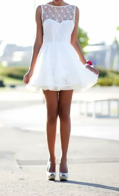 Pretty sleeveless mini wedding dress