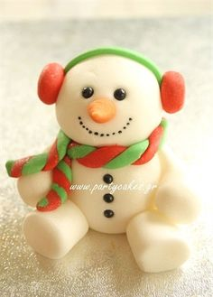 Under Construction fondant snowman cake topper .great model for polymer clay Christmas Cake Topper, Christmas Cake Decorations, Christmas Cupcakes, Christmas Treats, Christmas Baking, Christmas Snowman, Fondant Toppers, Fondant Cakes, Cupcake Cakes