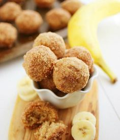 baked cinnamon sugar banana donut holes (sub out for healthier ingredients, coconut oil, brown rice or coconut flour, etc) Köstliche Desserts, Delicious Desserts, Dessert Recipes, Yummy Food, Cake Recipes, Picnic Recipes, Health Desserts, Banana Recipes, Donut Recipes
