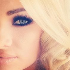 Black smokey eye + nude lip = bombshell perfection!! ❤️