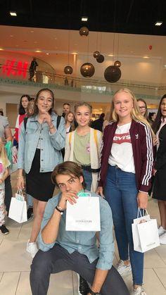 Skam Cast, Drama Series, Stranger Things, Autumn Fashion, Father, Teen, Fandoms, Boys, Friendship