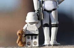 Sur le chemin de l'école Star Wars Clones, Star Wars Clone Wars, Lego Star Wars, Star Trek, Legos, Lego Lego, Dad Of The Year, Lego Stormtrooper, Cuadros Star Wars