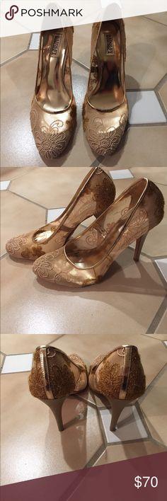 Badgley Mischka rose gold lace pumps Badgley Mischka rose gold lace pumps. Size 10. Worn 3 times. Badgley Mischka Shoes Heels