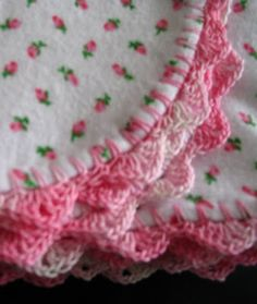 How to Crochet Wave Fan Edging Border Stitch - Crochet Ideas Crochet Boarders, Crochet Blanket Edging, Crochet Edging Patterns, Crochet Quilt, Love Crochet, Crochet Gifts, Easy Crochet, Knit Crochet, Knitting Patterns