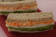 Tricoloured and trilayered sandwiches.