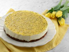 Complicated to make but delicious - frozen cheesecake with a passion fruit mirror Roy Fares, Frozen Cheesecake, Toblerone, Banana Cream, Food Cakes, Vanilla Cake, Tiramisu, Cake Recipes, Food And Drink