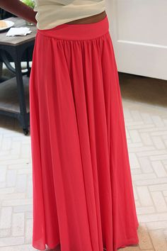 silk chiffon maxi skirt tutorial -- I need to learn to sew! Diy Maxi Skirt, Maxi Skirt Tutorial, Maxi Dresses, Silk Skirt, Make A Skirt, Maxi Skirt Outfits, Flowy Skirt, Diy Dress, Sewing Hacks