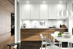 IKEA VOXTORP A kitchen with walnut effect doors, white accent doors and white worktop. Combined with stainless steel extractor hood, dark grey oven and microwave oven. Kitchen Wall Cabinets, Ikea Kitchen Cabinets, Ikea Metod Kitchen, Base Cabinets, Kitchen Units, Upper Cabinets, Kitchen Shelves, Kitchen Interior, New Kitchen