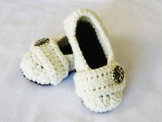 CROCHET PATTERN Cozy Women's House Slippers (5 sizes included from Womens 3-12) Instant Download von YarnBlossomBoutique auf Etsy https://www.etsy.com/de/listing/86093435/crochet-pattern-cozy-womens-house