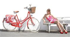That's pretty much exactly the bike I want. I'll take the dress & shoes too. =) Montreal City Bikes.